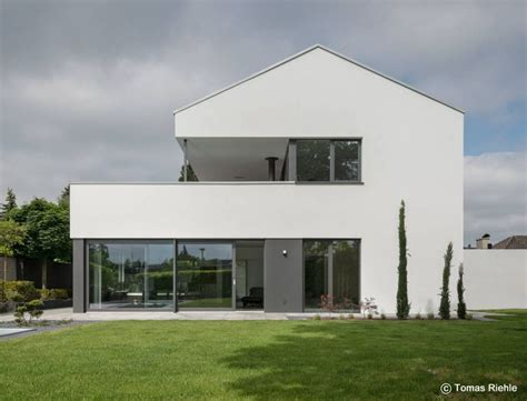 Modernes Haus L Form by Haus L Form Satteldach Wohn Design