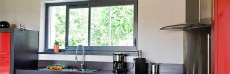 modele cuisine en l fenêtre coulissante cuisine fenêtre d 39 atelier pour cuisine