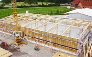 treppen bauen hallenbau und gewerbebau in holzbauweise wie maschinenhallen lagerhallen und ställe sowie