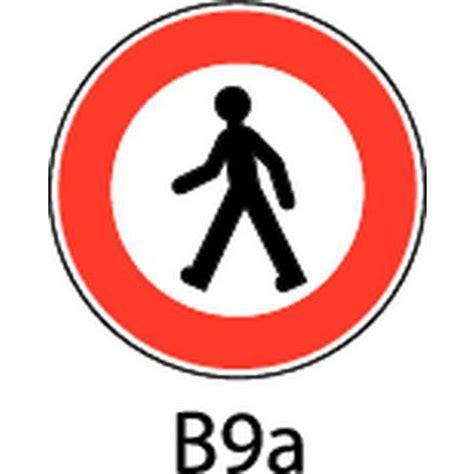 bureau circulaire panneau de signalisation b9a accès interdit aux