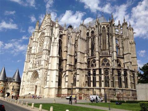maison d arrt beauvais vue de la rue pi 233 tonne cath 233 drale de beauvais picture of beauvais cathedral beauvais