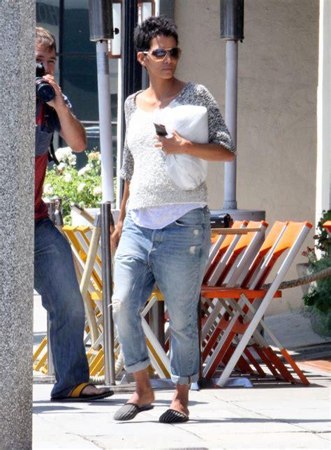 halle berry boyfriend jeans halle berry  stylebistro