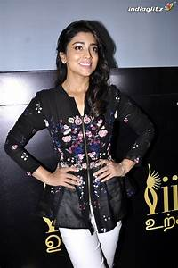 Shriya Saran - Tamil Actress Image Gallery