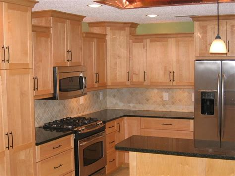 pictures of kitchen cabinets and countertops countertops for maple cabinets maple cabinets quartz
