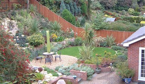 sloping garden design ideas  small garden tinsleypic