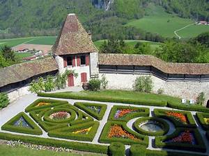 File:Castle-gruyeres-french-garden-4 jpg - Wikimedia Commons