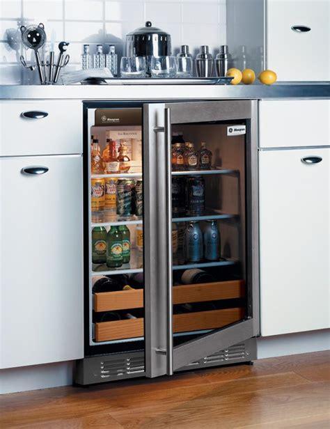 ill   chilled kitchen design beverage fridge  kitchen designs