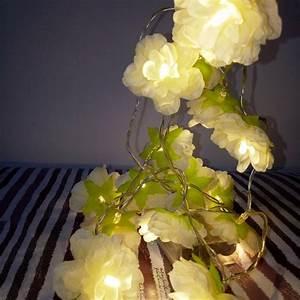 Guirlande Lumineuse Fleur : 1001 id es pour une guirlande lumineuse pour chambre d co chambre cocoon ~ Teatrodelosmanantiales.com Idées de Décoration