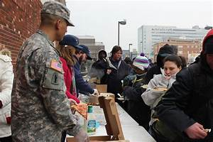 Soldier feeding, helping homeless goes viral on social ...