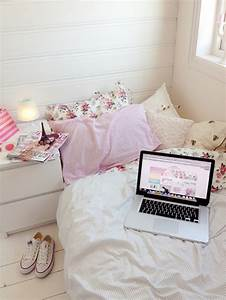 room laptop bed pink eiffel tower girly floral biaacostaa •