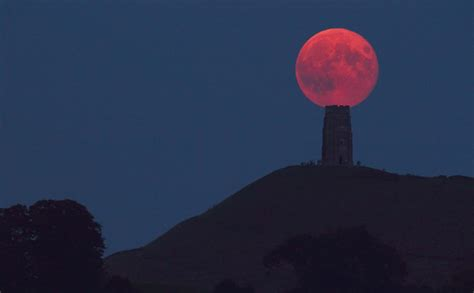 harvest moon  glastonbury tor clickasnap