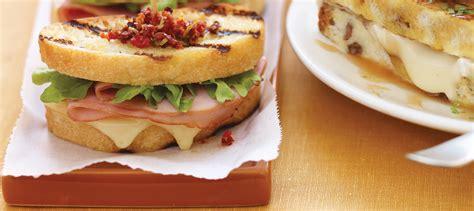 Sandwich Au Fromage Fondant Avec - sandwich au fromage fondant au jambon recette plaisirs laitiers
