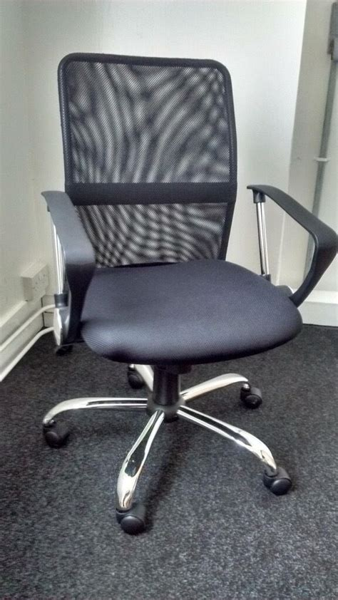 Office Chairs Gumtree by Nearly New Mesh Gas Lift Mid Back Adjustable Office Chair
