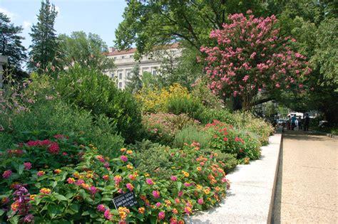 Garden : Lush Greenery Pictures Beautiful Gardens