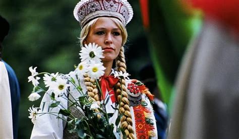Dziesmu_sv_tki_tautu_meita_j_nis-valters_ezeri__-media_large | Latvian, World cultures, Latvia