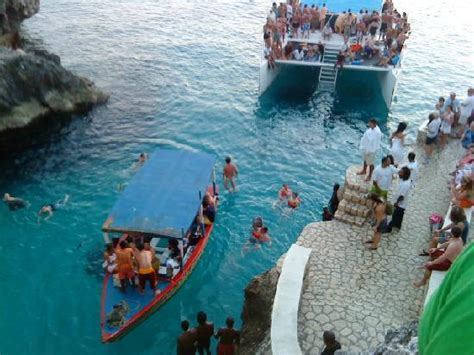 Negril Catamaran Cruise With Sunset At Rick S Cafe by Party Boats And Sunset Cruises Unloading At Ricks