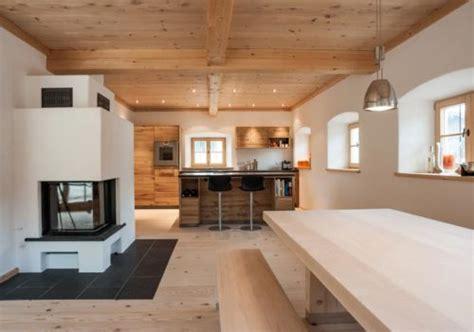 Esszimmer Le Altholz by Moderne Bauernstube Mit Altholz Und Kaminofen Chalupa