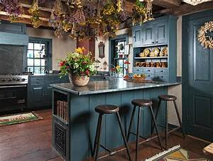 une cuisine en bleu inspiree par la mer With kitchen cabinets lowes with papier peint bleu canard