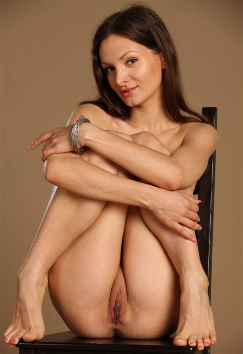 Tall And Sporty Girl Shows Her Big Shaved Pussy Russian