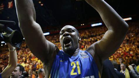 ''Baby Shaq'' Šorcanitis noslēdz basketbolista karjeru ...