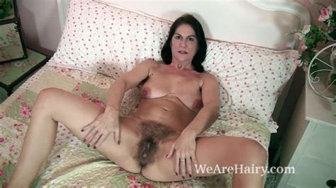 the sexy and mature milf kaysy strips in bed free porn eb
