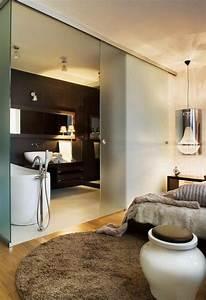 Bad Im Schlafzimmer : badezimmer modern einrichten matt glas schiebet r ~ A.2002-acura-tl-radio.info Haus und Dekorationen