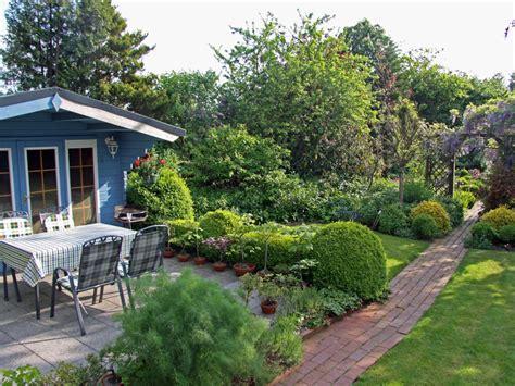 Sitzplatz Im Garten by Ferienwohnung Renate Gro 223 Heide Frau Renate Janssen