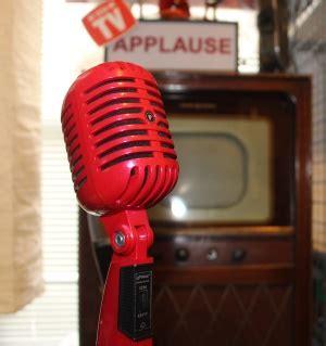retro  budget vintage microphone  classic retro red