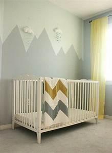 deco montagne dans la chambre de bebe With couleur gris clair peinture 19 pochoir nuage pour deco murale