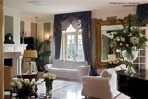 Gardinen Bayrischer Stil : wohnzimmer mit sofa im landhausstil hell und so gem tlich ~ Markanthonyermac.com Haus und Dekorationen