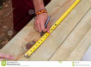 Using Tape Measure Royalty Free Stock Photos - Image: 15517698