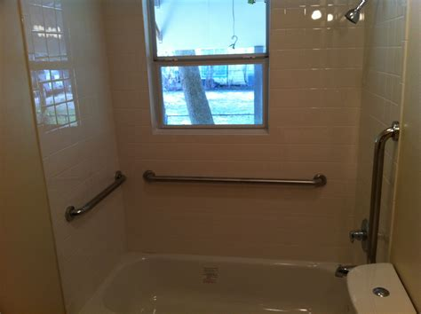 bath shower catchy  grab bars  bathroom design
