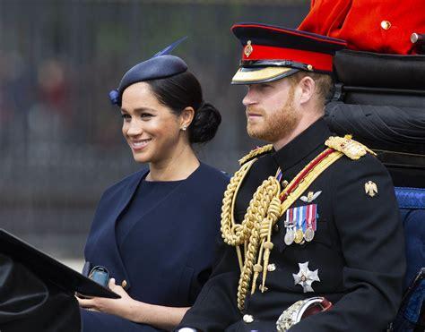 Regina af vindö or another brand? La regina Elisabetta e tutto lo stile Trooping the colour ...