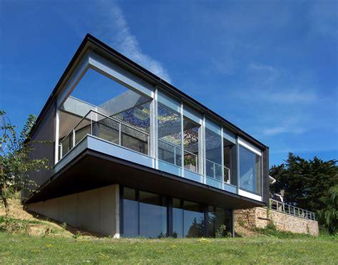 maison moderne sur terrain en pente photo maison contemporaine sur terrain en pente