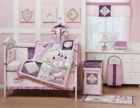 sticker arbre chambre bébé peinture chambre bébé les couleurs pastel et leur charme