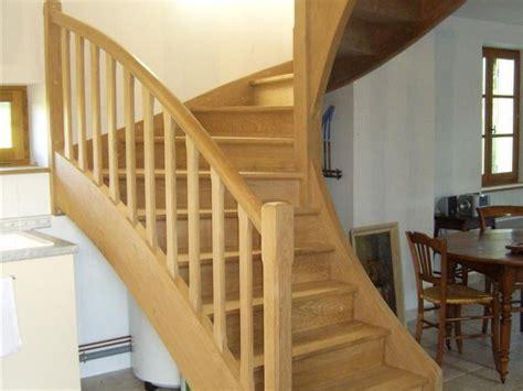 cuisine ilot central escalier bois homeandgarden