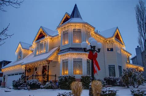 outdoor christmas lights ideas for the roof beautiful