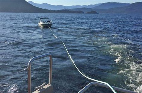 Boat Sinking Vancouver by West Marine Rescuers Answer Call Of Boat Sinking