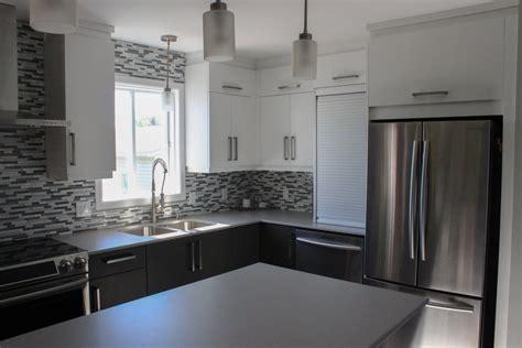 cuisine deux couleurs armoires de cuisine en polymère deux tons comptoir dekton