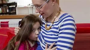 Cadeau Fille 10 Ans Original : elle allaite encore sa fille de 6 ans et n 39 a pas l ~ Teatrodelosmanantiales.com Idées de Décoration