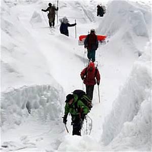 Polar News ExplorersWeb - Frozen bodies, crevasse falls ...