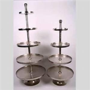 Große Kerzenständer Metall : silberne gro e etagere 4 runde teller metall etagere guss ~ Indierocktalk.com Haus und Dekorationen