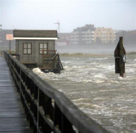 unwetter bundesamt warnt vor schwerer sturmflut  elbe