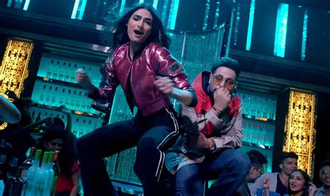 Nawabzaade Song 'tere Naal Nachna' Shows Athiya Shetty