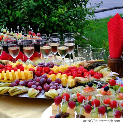 sektempfang outdoor hochzeit mit fingerfood fuer hochzeit