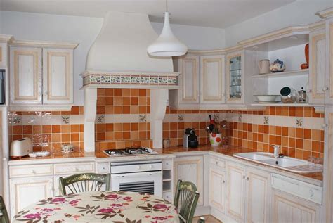 cr馥r une cuisine ouverte decorer cuisine toute blanche maison design bahbe com