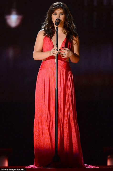 Billboard Music Awards 2012: Kelly Clarkson shows off ...