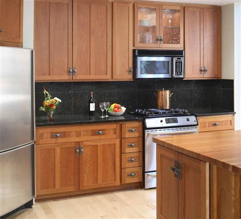 color wood floor   maple cabinets good