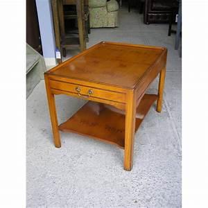 Table Bout De Canapé : table bout de canap en bois d 39 if sur moinat sa antiquit s d coration ~ Teatrodelosmanantiales.com Idées de Décoration