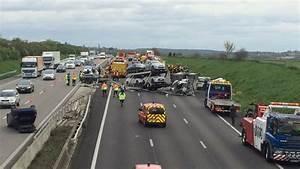 Accident Mortel A Paris Aujourd Hui : carambolage sur l 39 a13 dans les yvelines l 39 autoroute est ferm e et d vi e partir des mureaux ~ Medecine-chirurgie-esthetiques.com Avis de Voitures